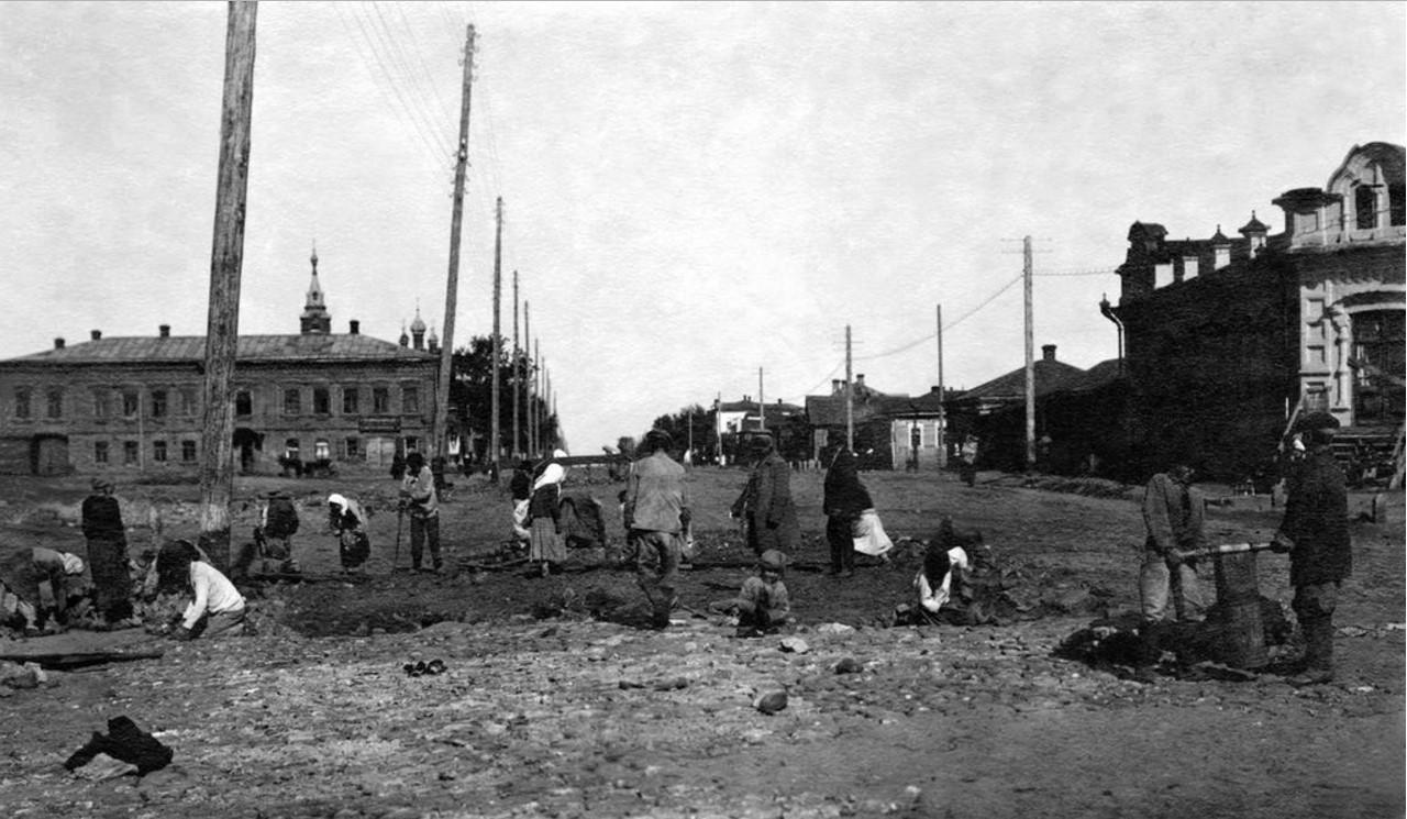 1925. Челябинск. Мощение Рабоче-Крестьянской улицы