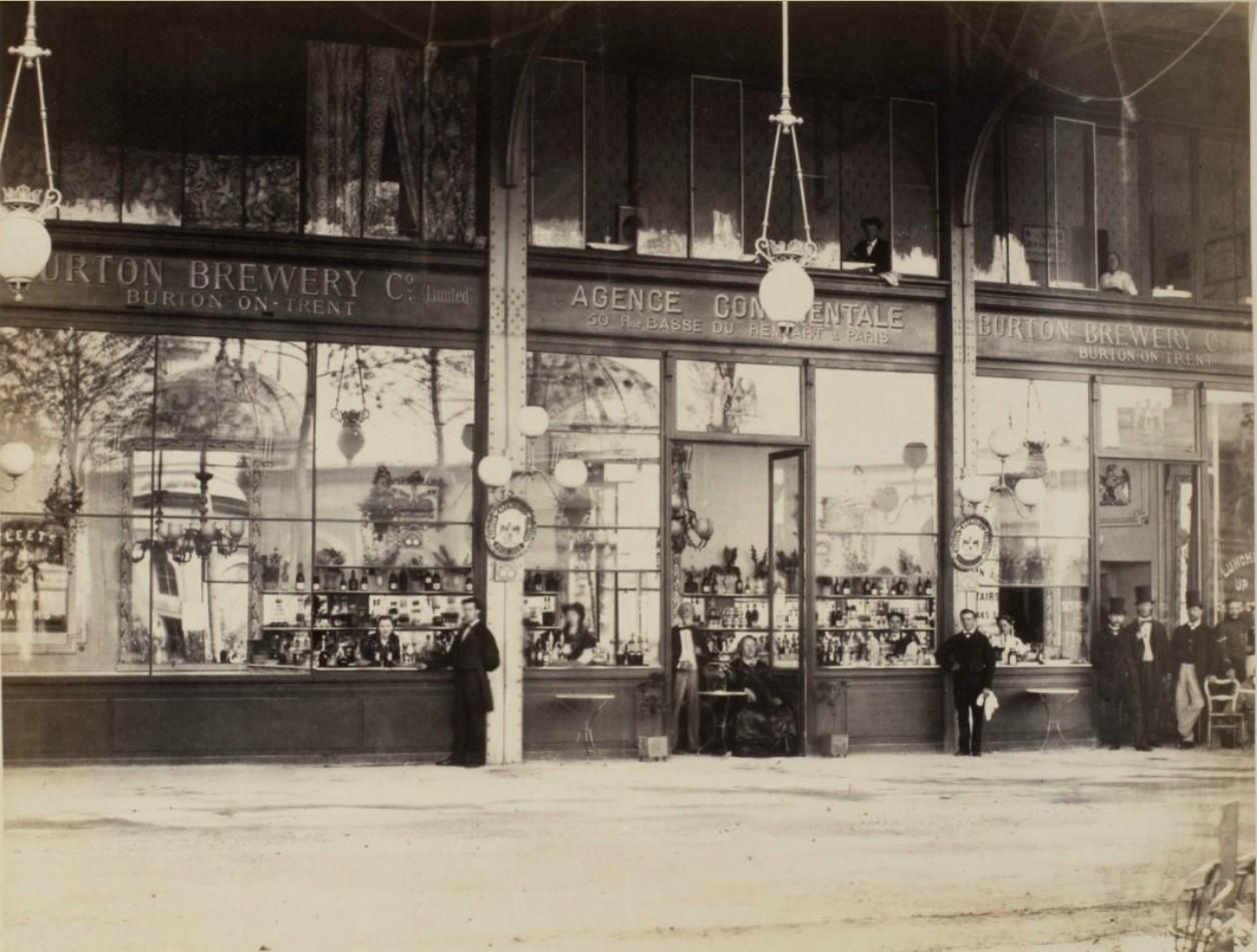 28. Бары и рестораны, расположенные по периметру Главного павильона