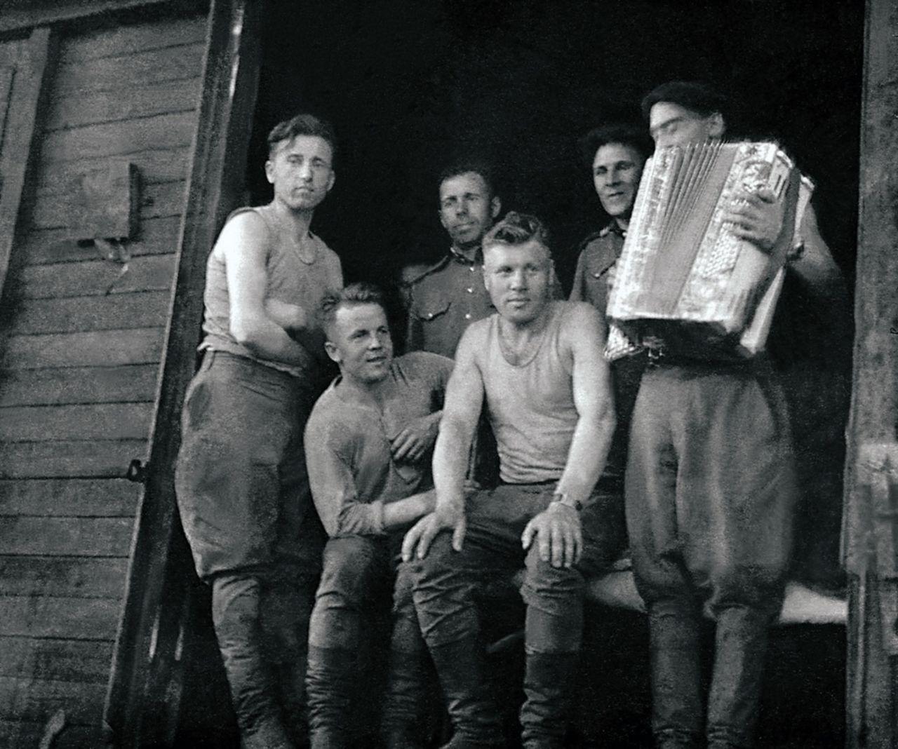 Солдаты, участники освобождения и восстановления Восточной Германии