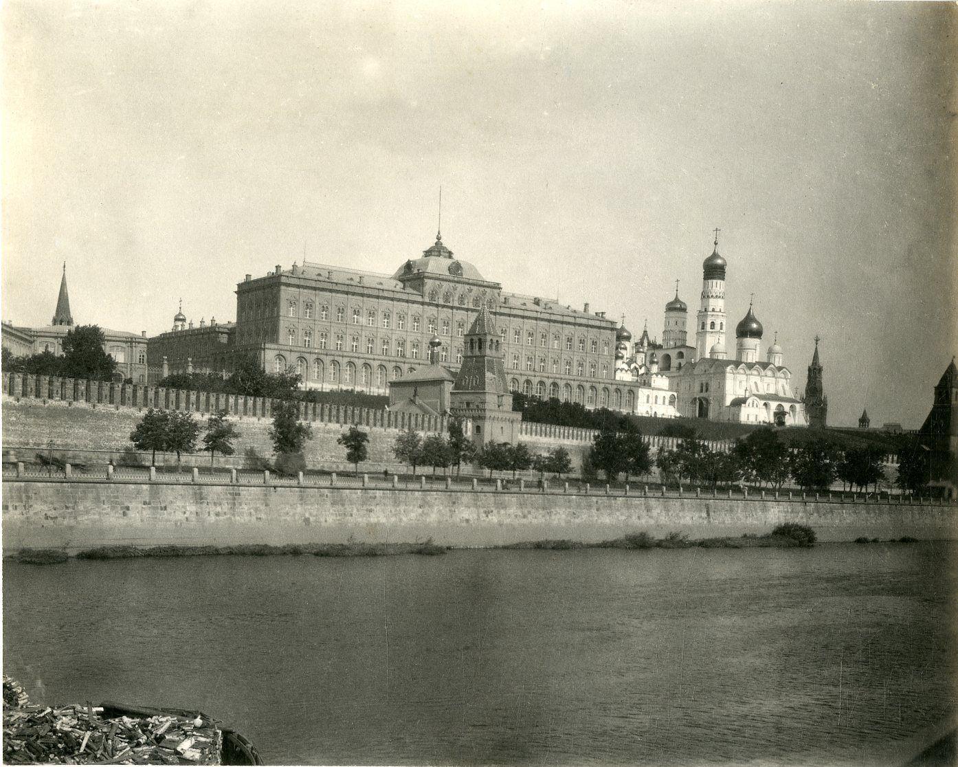 Вид на Кремль и Большой Кремлевский дворец