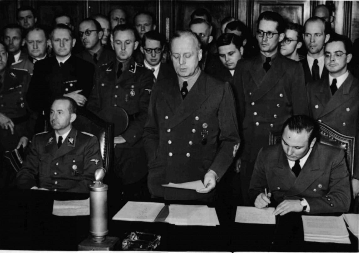 1941. 22 июня. Риббентроп зачитывает для прессы, заявление германского правительства