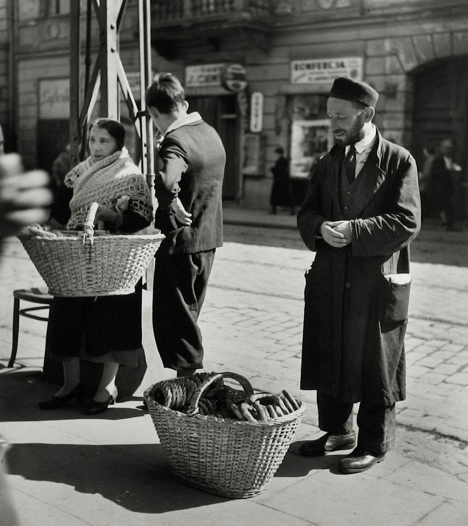 Торговец бубликами. 1938