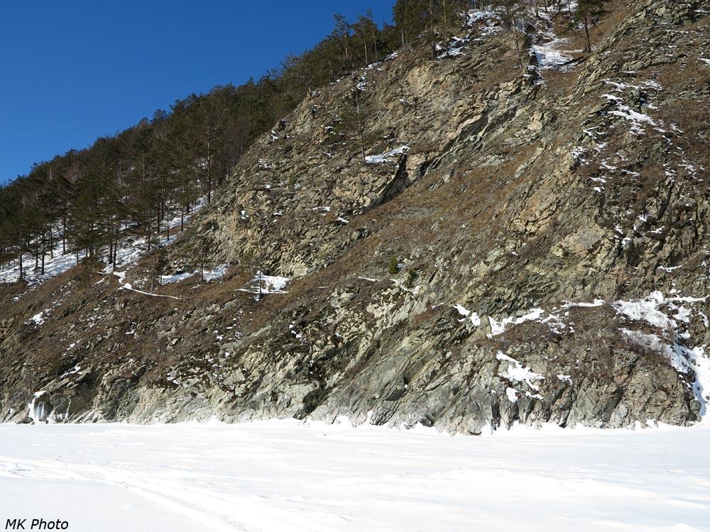 Тропа между Листвянкой и Большими Котами, вид со льда.