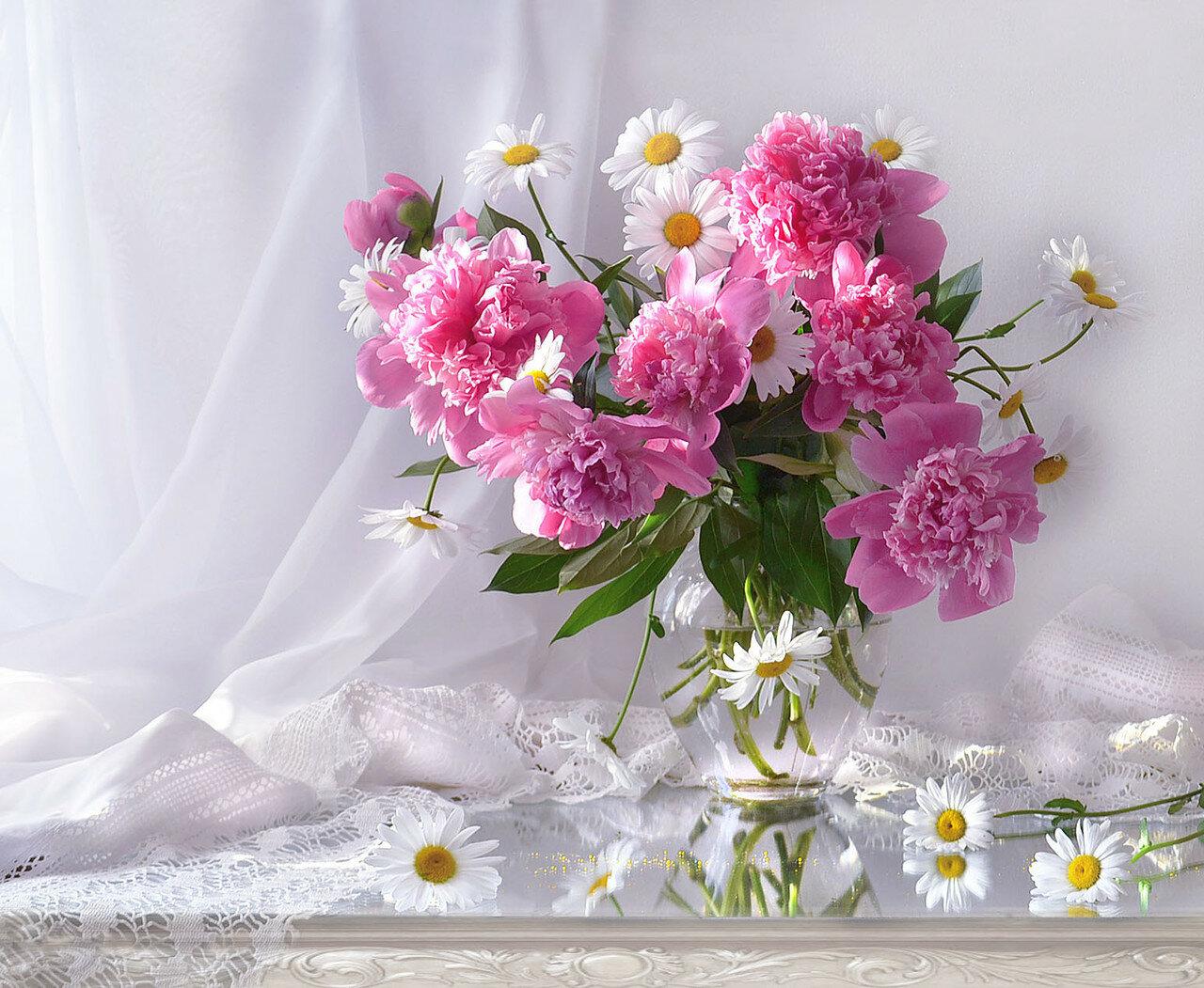 Благоухание пионов нежных навеивало мысли о любви -