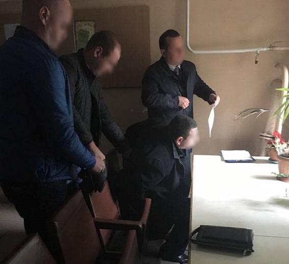 Полицейский в Николаеве требовал 6,5 тыс. грн взятки за разрешение на оружие. ФОТО