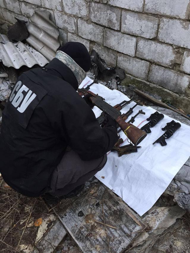 Из зоны АТО пресечен канал поставок оружия в Киев и область, - военная прокуратура. ФОТО