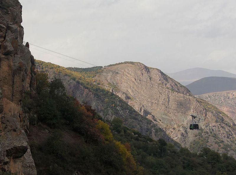 Строительство подвесной дороги было задумано в 2009 году как один из этапов программы