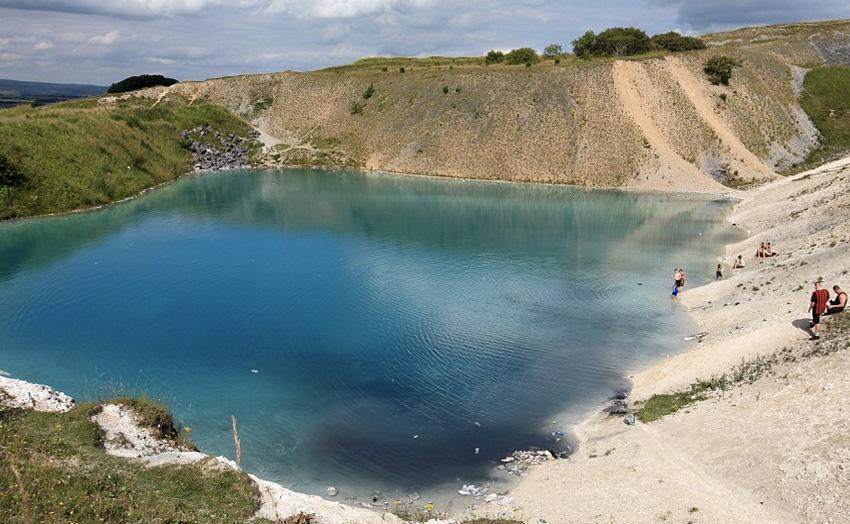 7. Голубая лагуна, Великобритания Купаться в березовых водах заброшенного карьера не стоит, так как
