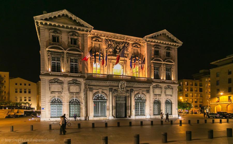 30. А здание городской мэрии (Mairie de Marseille) выходит фасадом на порт