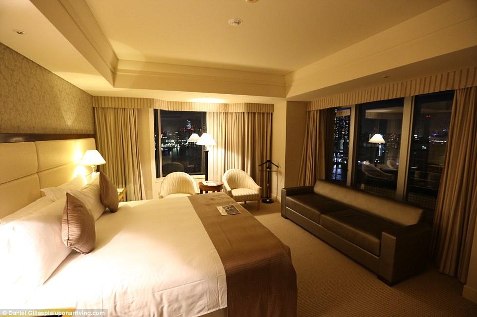 В Токио Гилласпиа оплатил две ночи в отеле InterContinental Tokyo Bay десятью тысячами накопленных п