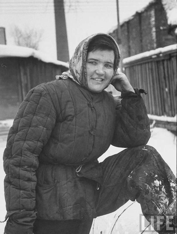 Зима того же 1959 года. Молодая московская труженица.