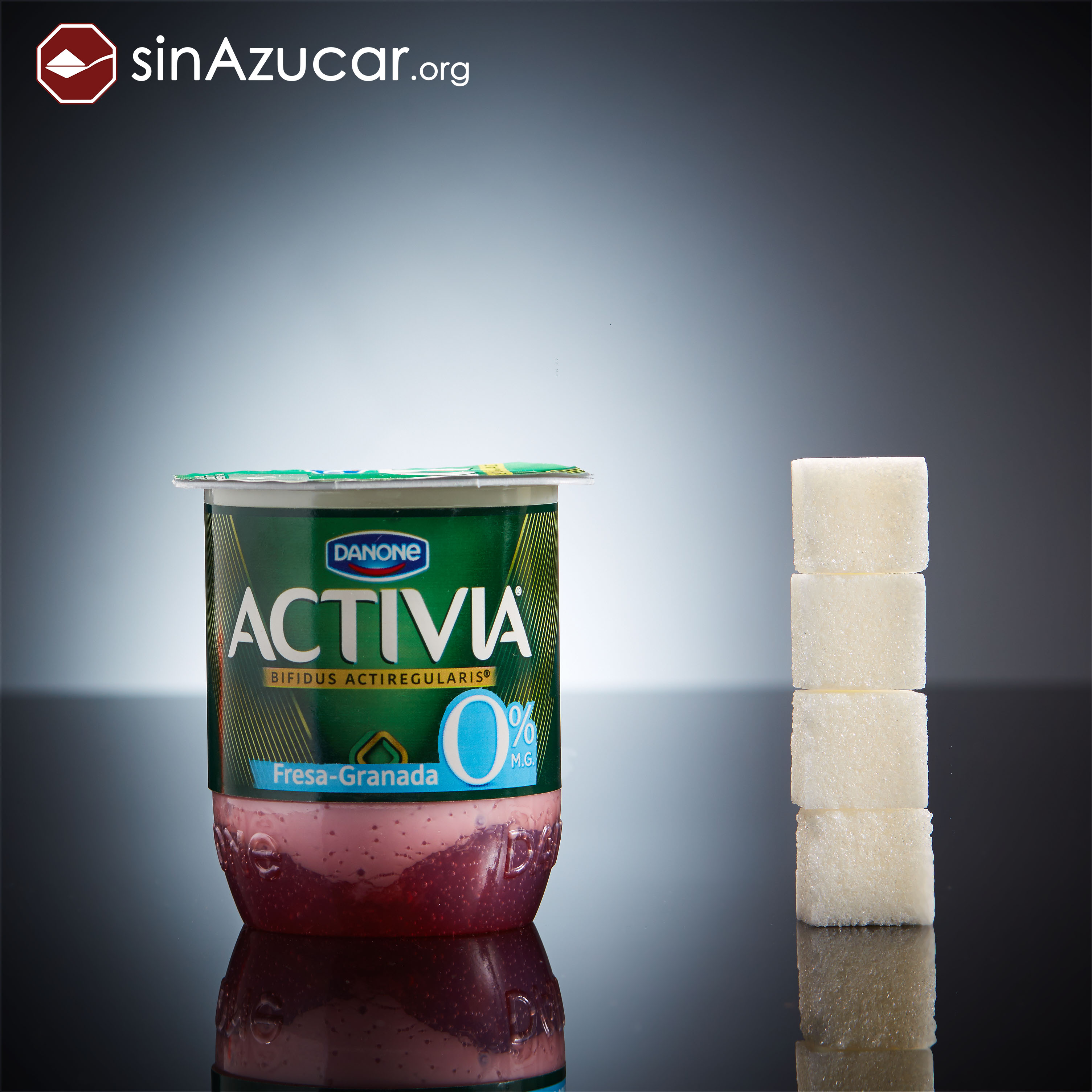 Обезжиренный йогурт Activia со вкусом «клубника — гранат».