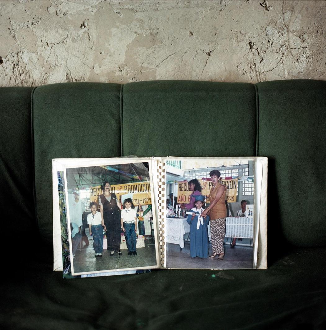 Дочь Элиану застрелили, когда ей было 12 лет, она умерла на пороге своего дома. Племянник Марии Елен