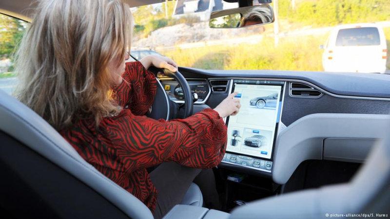 Важнейший элемент лимузина Tesla S — бортовой компьютер  За несколько недель предоплату внес