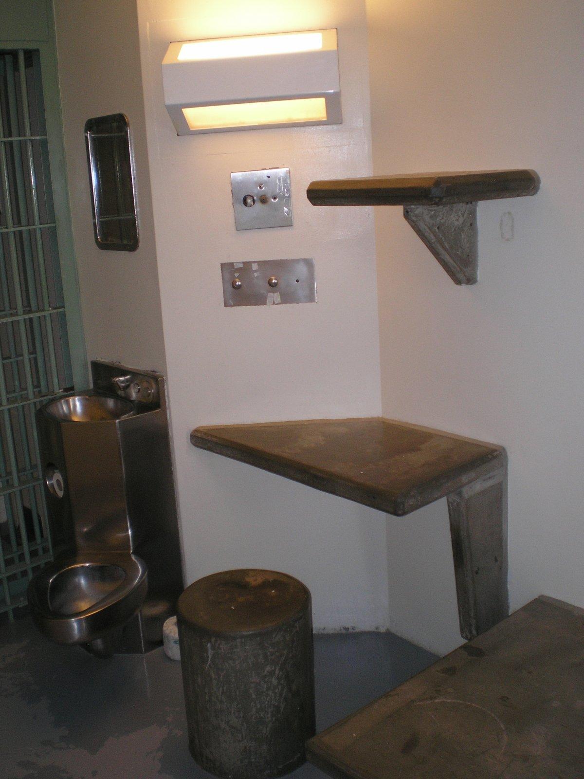 Другой угол камеры. Заключенные редко видят друг друга и напрямую общаются только со своим тюремщико