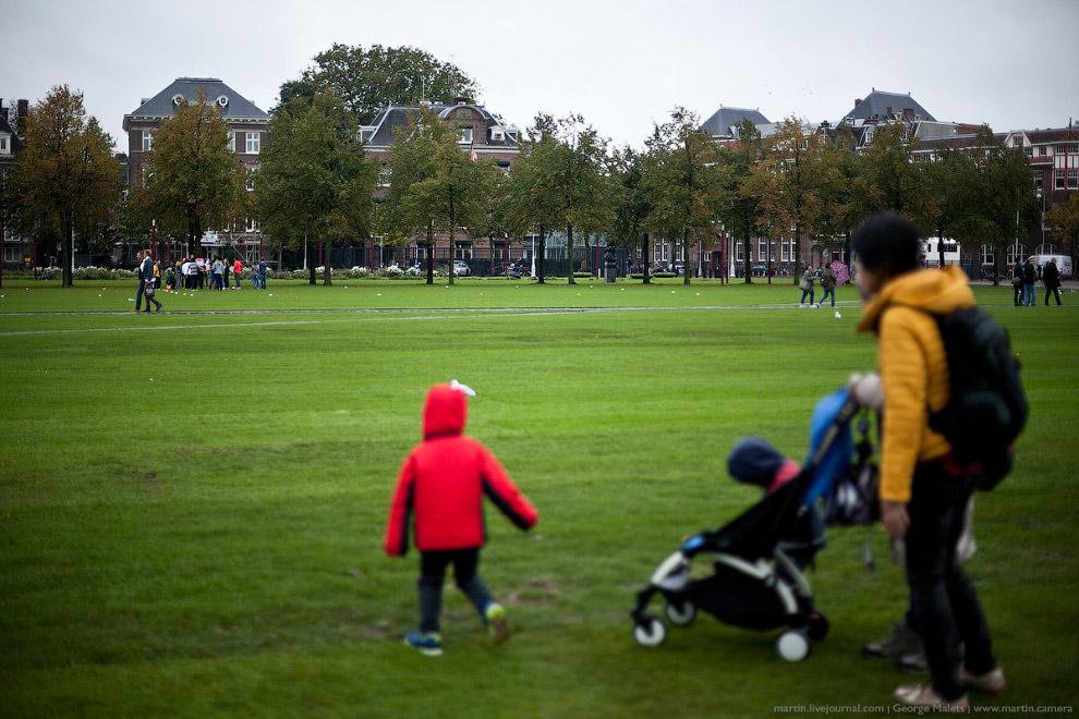 Погода в Голландии вообще меняется очень стремительно, при этом прогноз крайне точный. Если написано