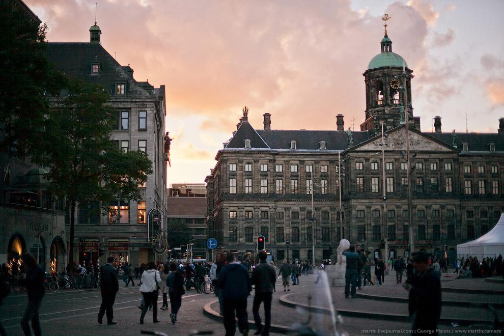 Различных экскурсионных корабликов в Амстердаме вообще множество, что не удивительно.