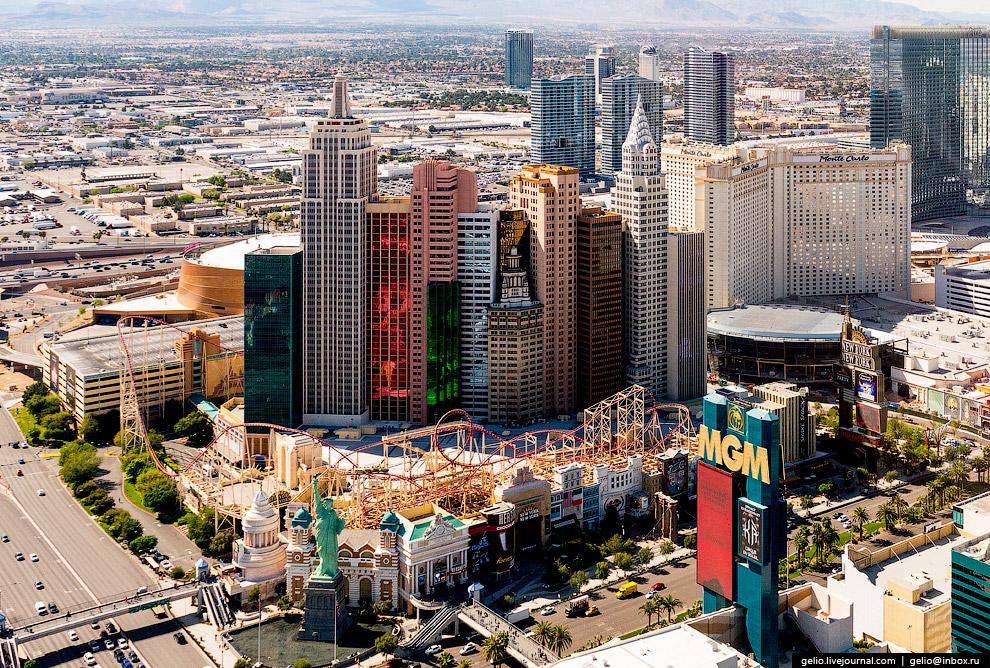 27. 350-метровая башня комплекса «Стратосфера» — самое высокое сооружение Лас-Вегаса.