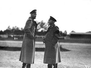 Великий князь Сергей Михайлович ( слева) на празнике воздухоплавания.