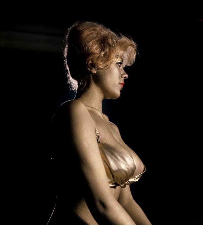 goldfinger-margaret-nolan-topless.jpg