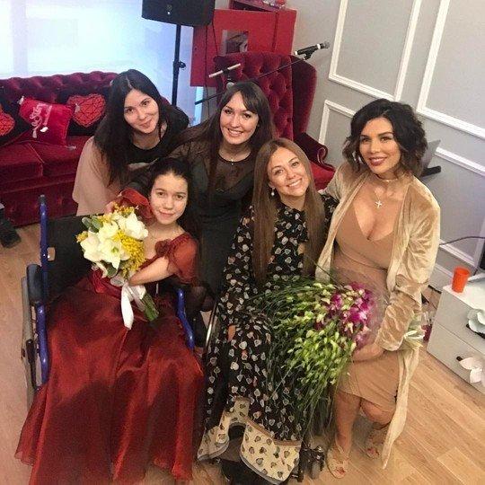 Сваха Сябитова назвала беременную мать двоих детей Анну Седокову «вторсырьем»