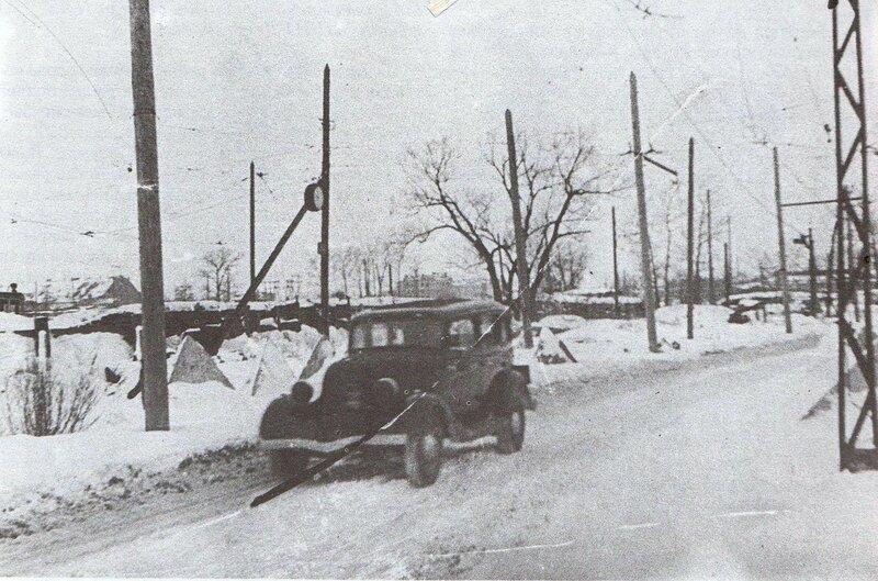 Баррикада у трамвайного кольца Кировского района. 14 февраля 1942 года.