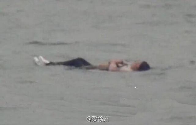 Слишком жирная китаянка не смогла утопиться