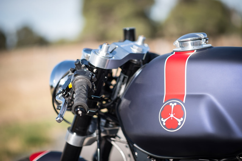 Кафе рейсер Moto Guzzi Breva 750