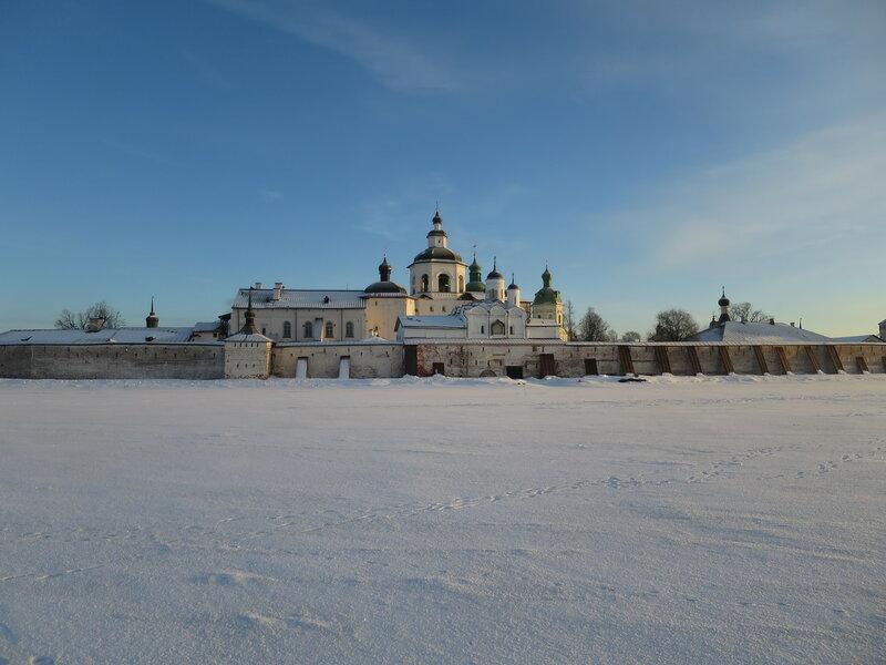 Кирилло-Белозерский монастырь. Хлебная башня (37) и стены Успенского монастыря