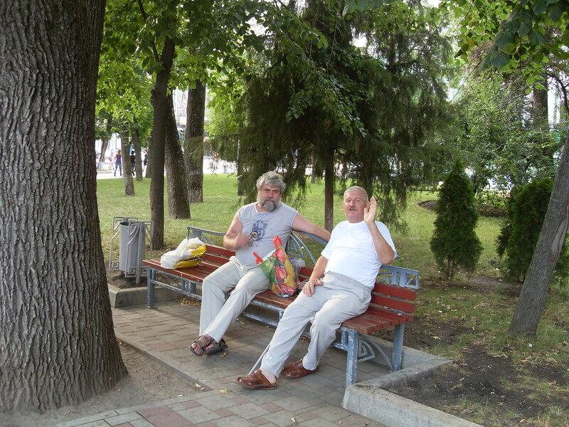 В парке. В центре Краснодара. Приветствие старых приятелей. SDC13156.JPG