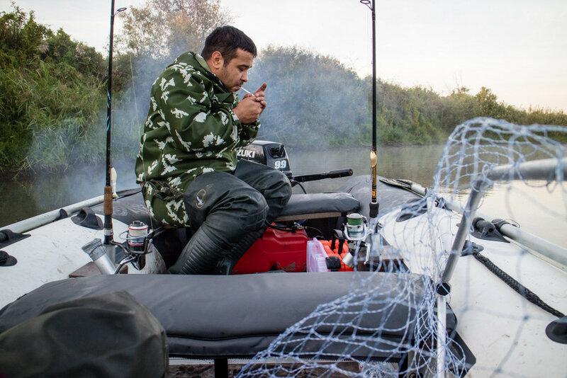 рыбак станислав черепанов в лодке