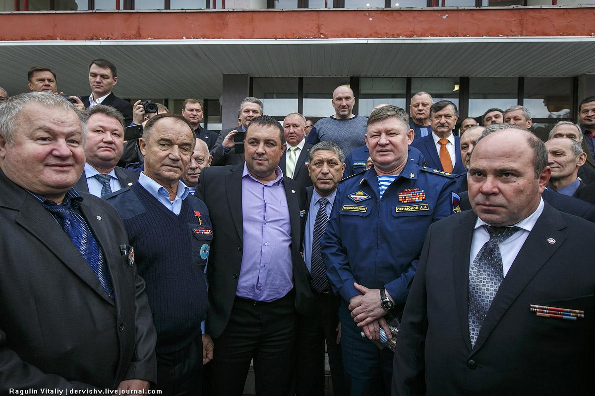 Командующий ВДВ Андрей Сердюков и ветераны-десантники RAG_1026-1.jpg