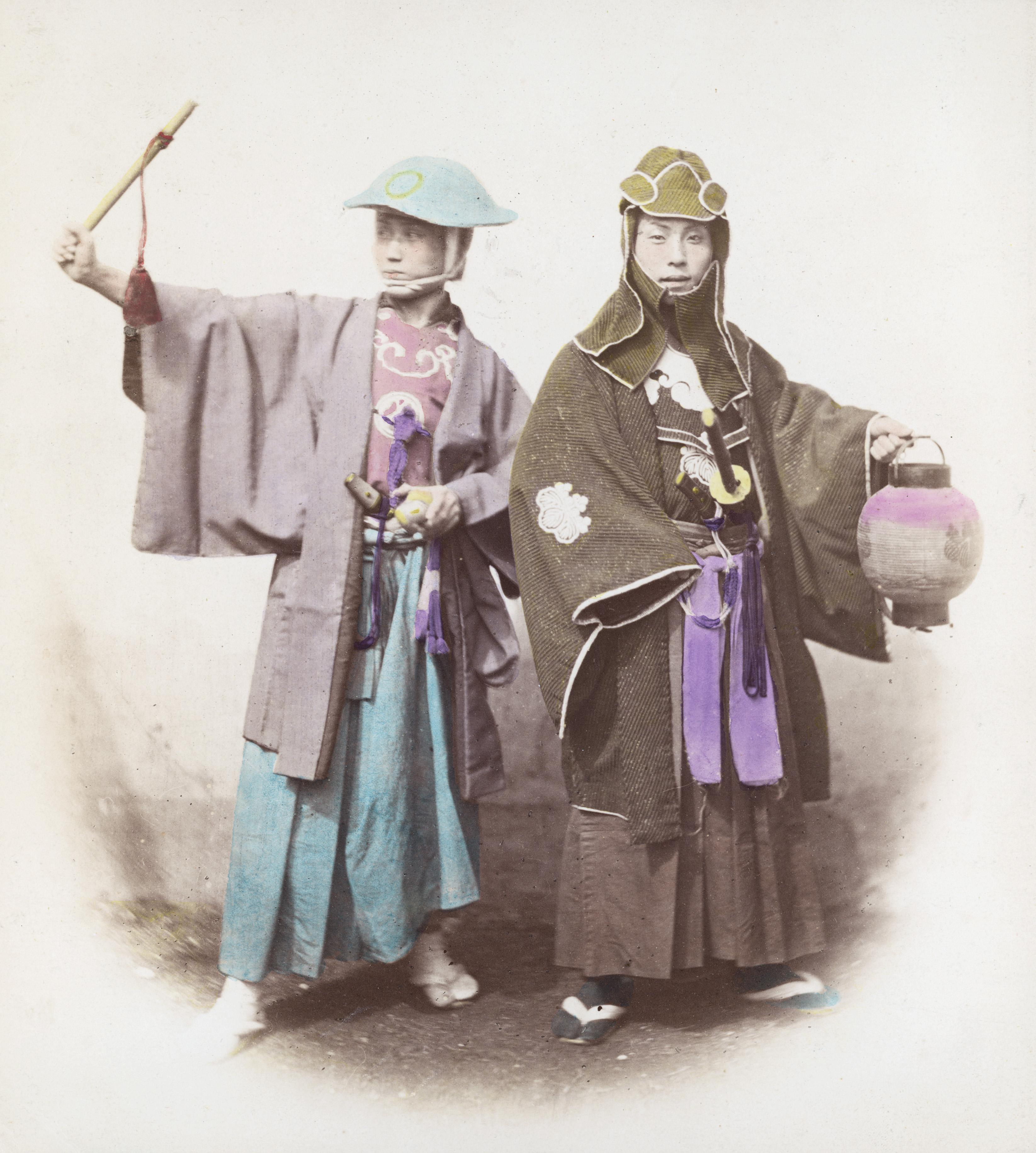 Два японских самурая в костюмах пожарных. Примерно 1865