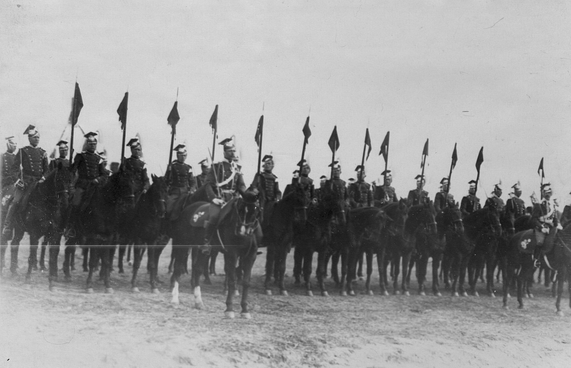 Полк , построенный для парада по случаю празднования 250-летнего юбилея Уланского полка