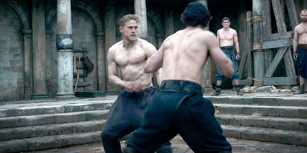 Charlie-Hunnam-fighting-in-King-Arthur-Legend-of-the-Sword.jpg
