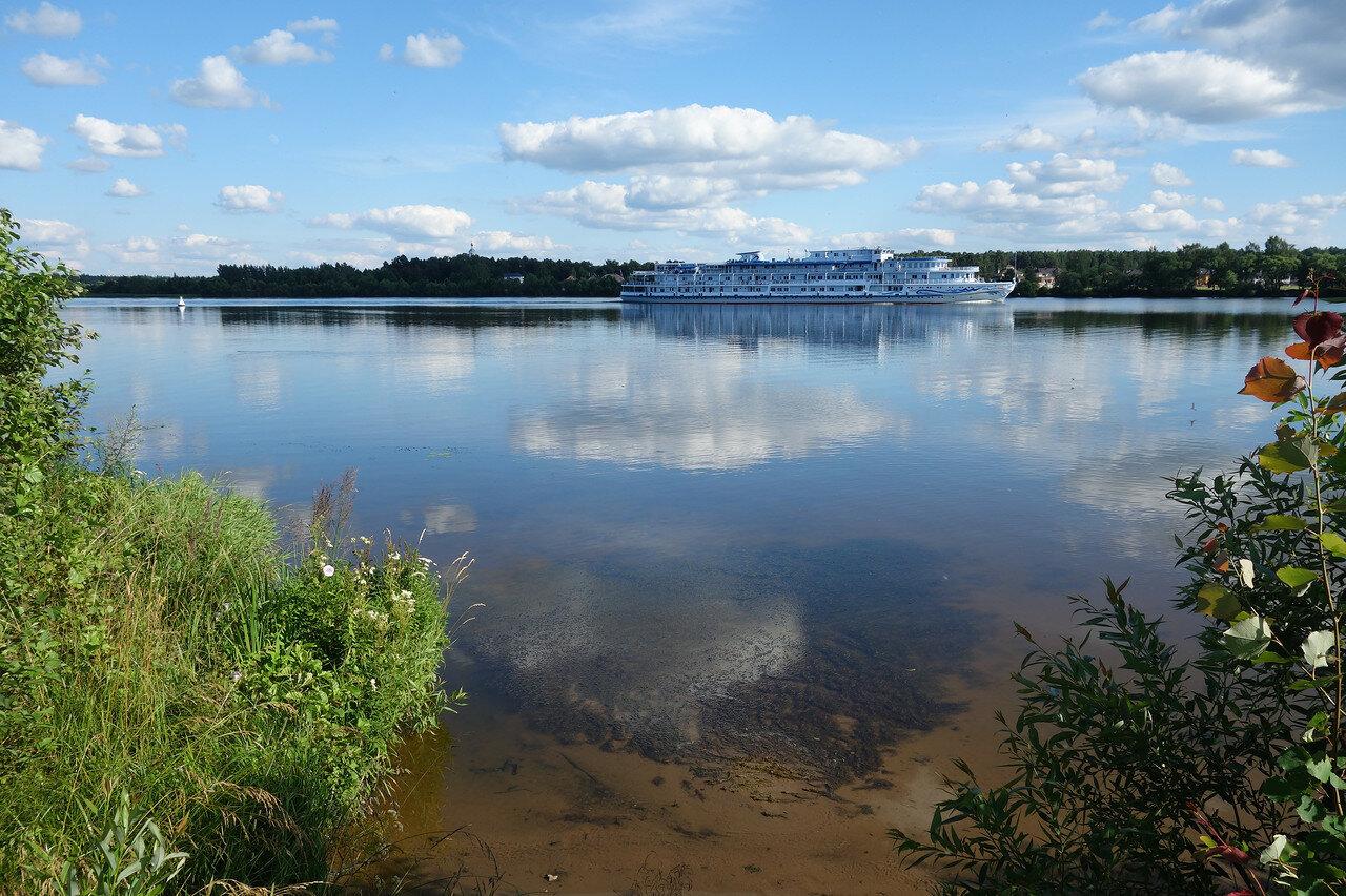 Волга, теплоход Александр Бенуа
