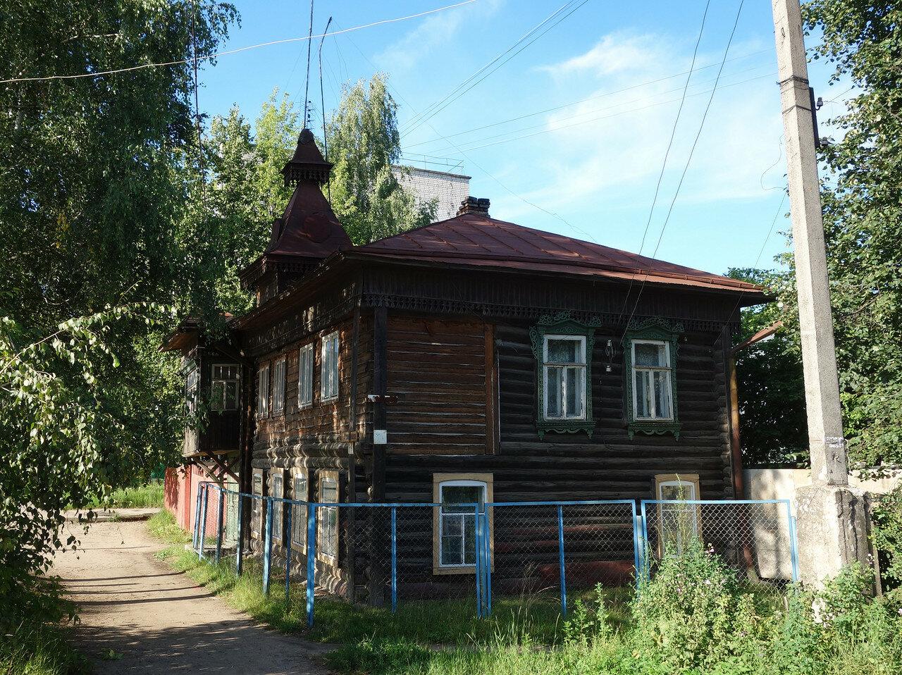 дом с маковкой