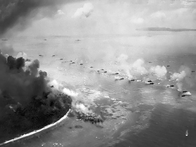 First_wave_of_LVTs_moves_toward_the_invasion_beaches_-_Peleliu.jpg