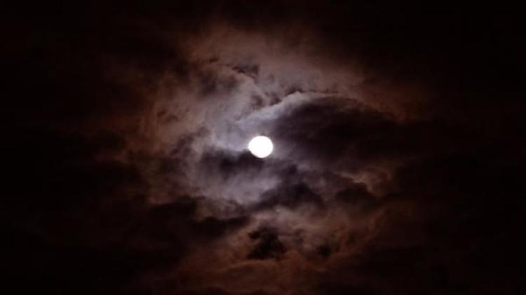 Ученые объяснили почему Луну можно считать младшей сестрой Солнечной системы
