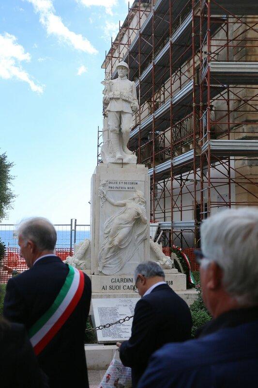Джардини-Наксос. Римская площадь (Piazza Roma)