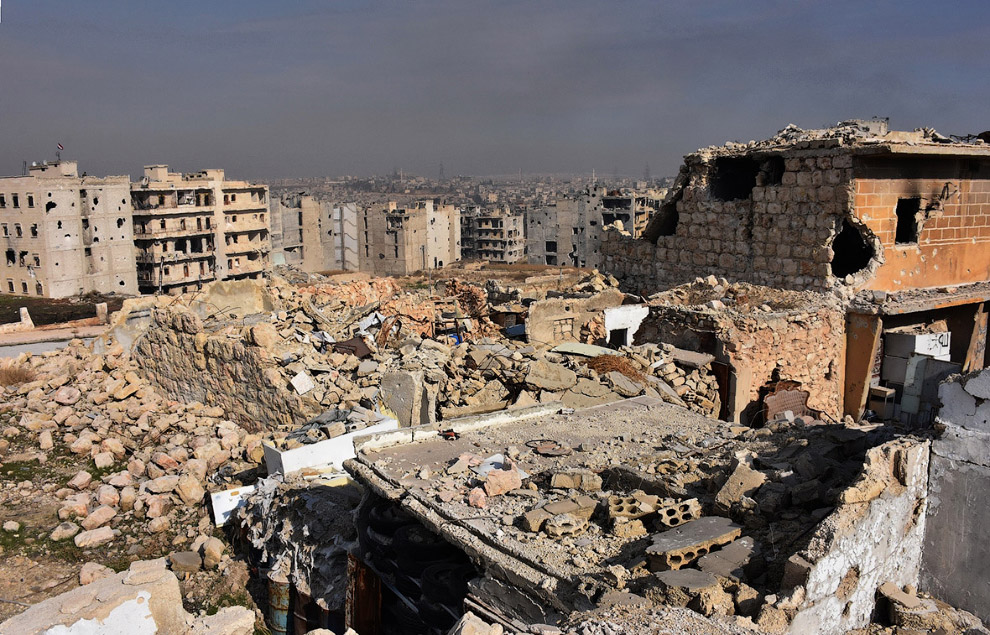 18. Старый город Алеппо. Виден дым после после ракетного обстрела 7 декабря 2016. (Фото George