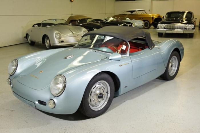 К концу 1955 года автомобиль стал достаточно популярен по обе стороны Атлантики, благодаря своим мно