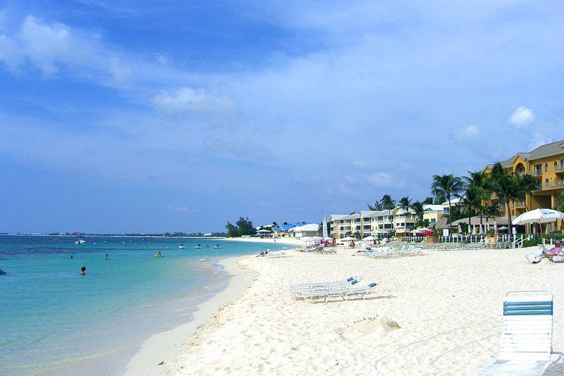12. Семимильный пляж, остров Гранд Кайман, Каймановы острова. Лучшее время для посещения: круглый го