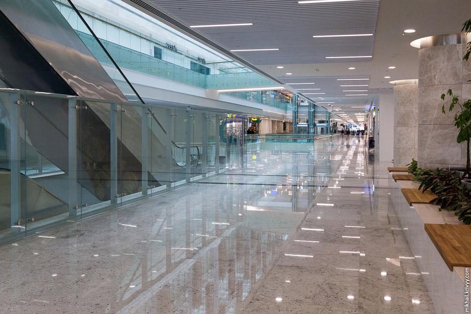 28. Четвертый этаж вокзала Анкары почти целиком отдан под фуд-корт.