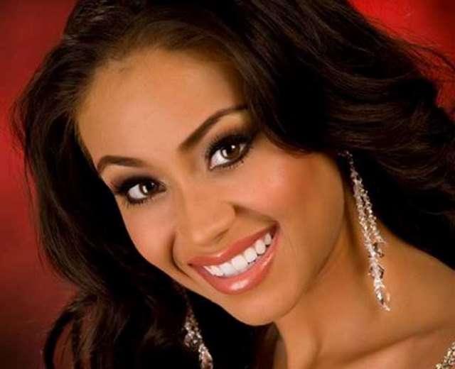 Алисия на конкурсе Мисс США 2009 представляла Аризону. Её спросили, должно ли в Соединённых Штатах б