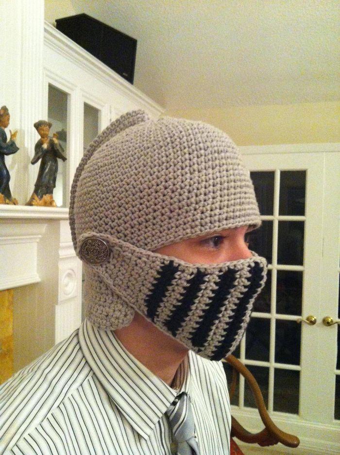 «Я показал бабушке фото с вязаным шлемом, и она сделала для меня такой же!»