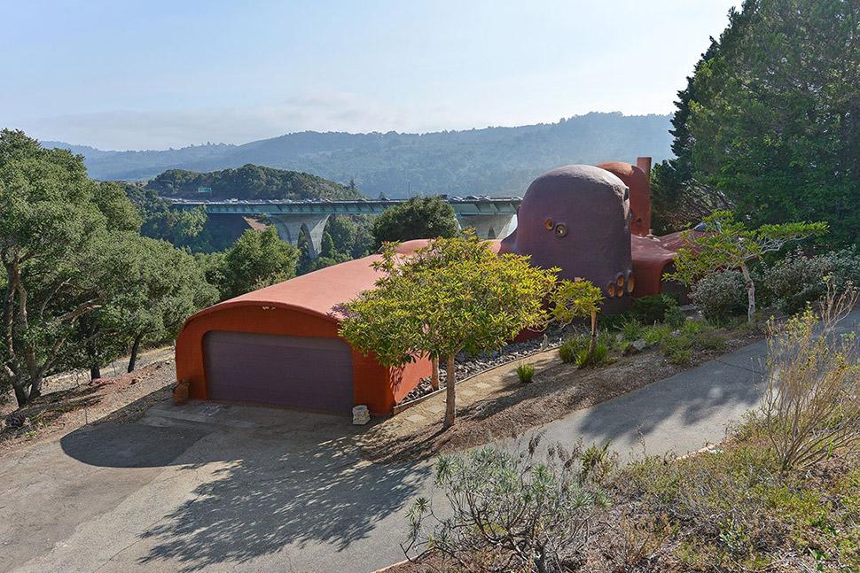 Странный дом Флинстоунов в Калифорнии, который никто не хочет покупать (21 фото)