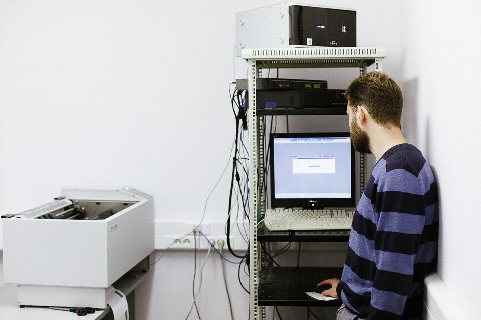 4. Конверты с пин-кодами печатаются на принтере уже заклеенными. Сначала система генерирует пин-код,