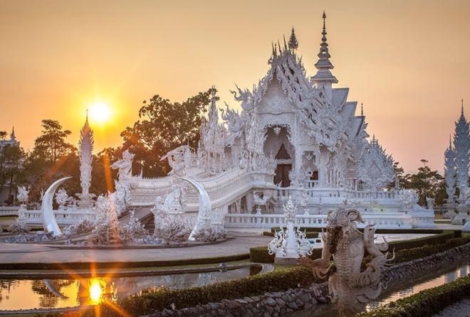 Белый Храм В Таиланде, Похоже, Спустился С Небес (14 фото)