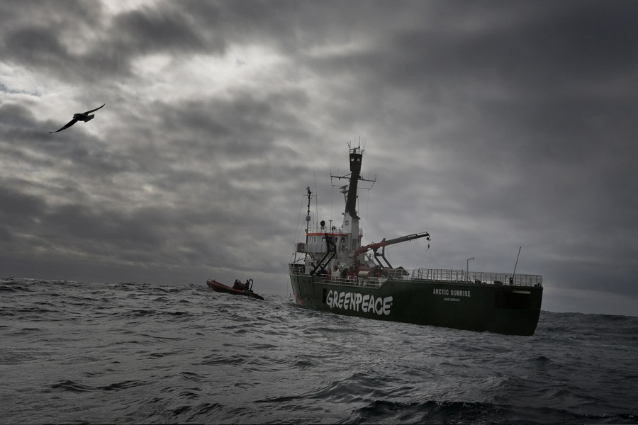 24 августа 2012 года в Печорском море группа из шести активистов Greenpeace («Гринпис») на мото